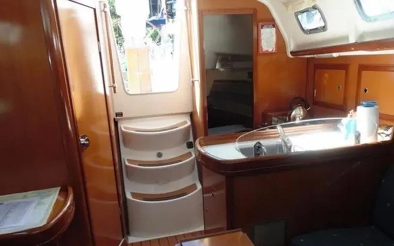 Beneteau Oceanis Clipper 323 - Lily 4