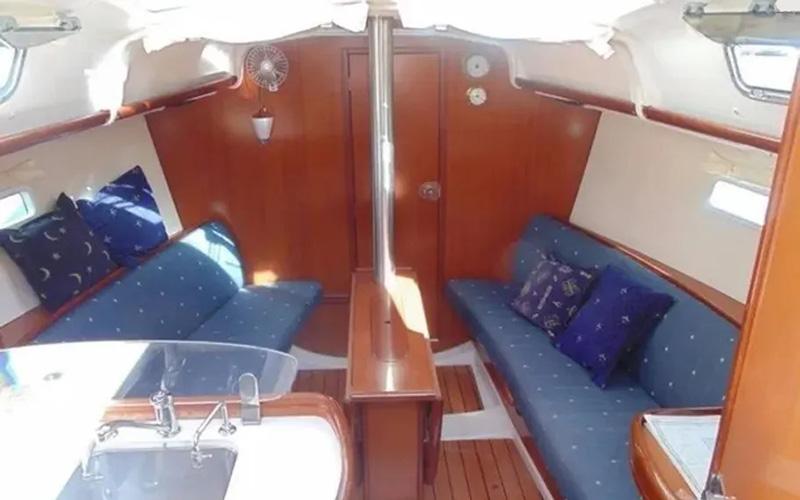 Beneteau Oceanis Clipper 323 - Lily 5