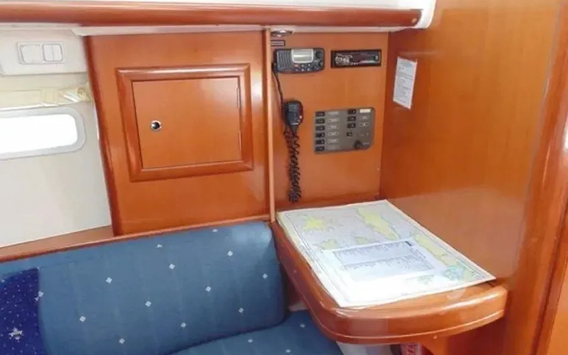 Beneteau Oceanis Clipper 323 - Lily 6